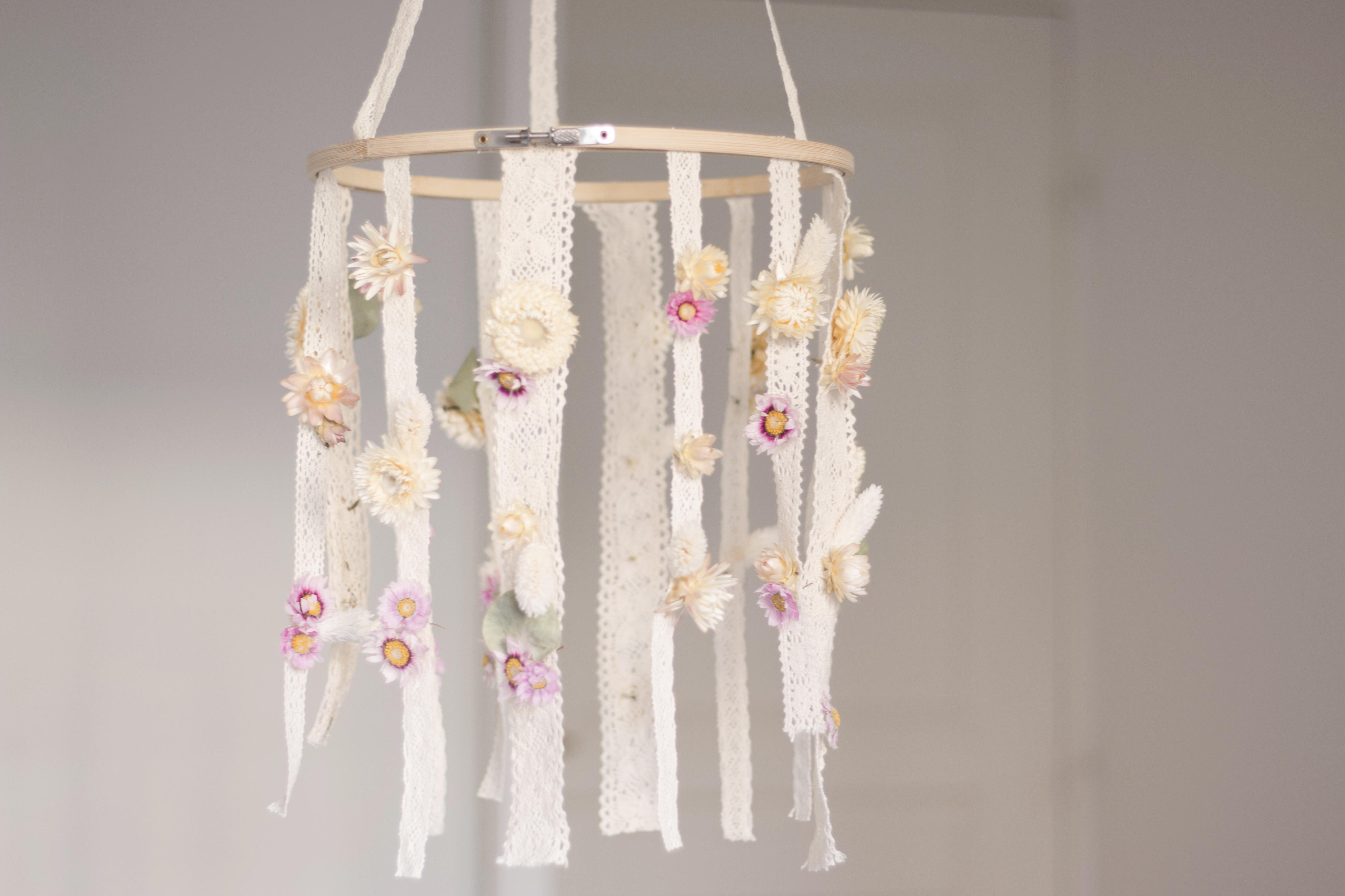 DIY Un mobile de fleurs en dentelle